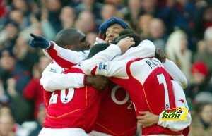Arsenal teammates celebrate Robert Pires