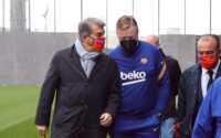 فيديو: لابورتا يقابل كومان بعناق حار داخل برشلونة